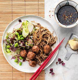 Recept på asiatisk dressing med kycklingköttbullar