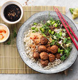 Köttbullar med srirachasås. Ett recept inspirerat av asien.