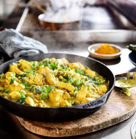 Currygryta på tärnad kycklingfilé av bröstdelen